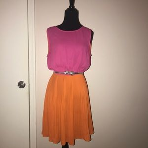 Dresses & Skirts - Color Block Pleated Dress